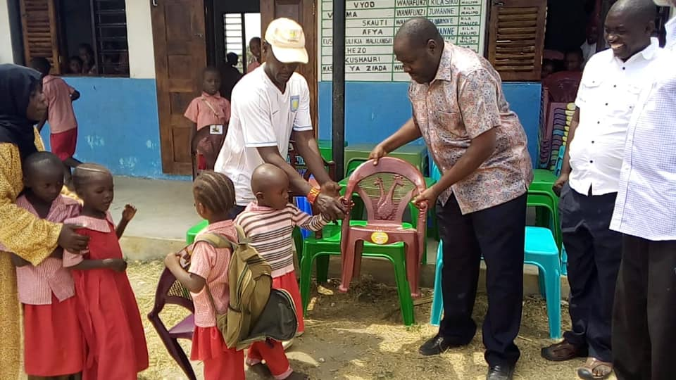 CECM PSM Hon. Godana handing over 65 chairs and 20 tables at Manyatta ECDE center.