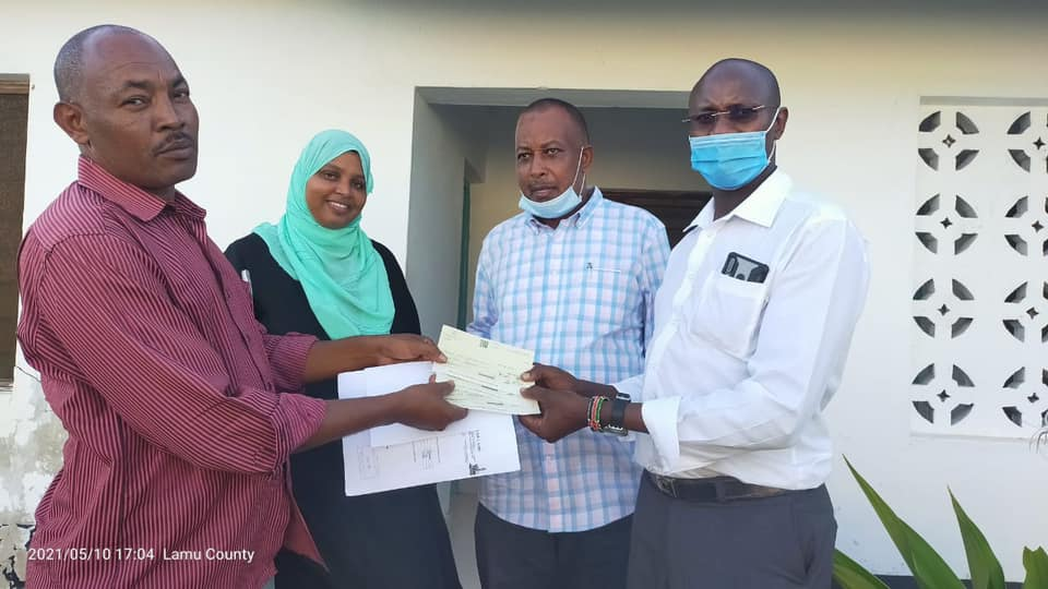 BACK TO SCHOOL STARTS WITH LAMU COUNTY GIVING FULL SCHOLARSHIP CHEQUES IN LAMU WEST