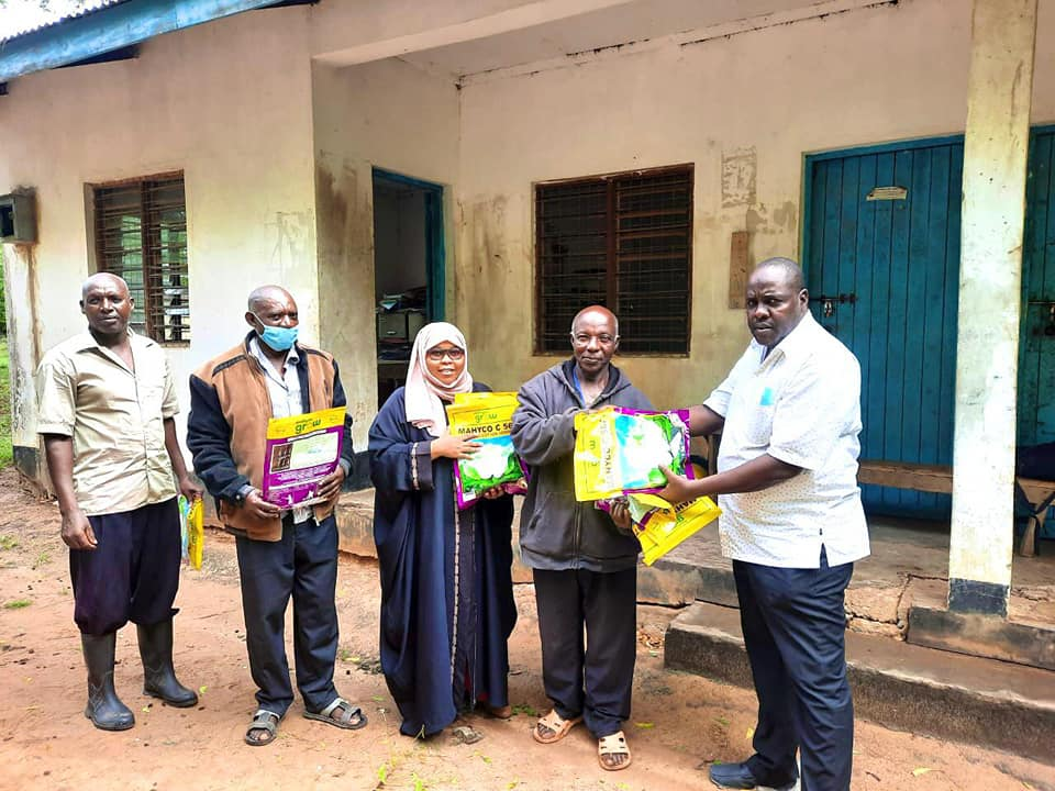 Lamu County CECM Finance Hon. Fahima Araphat and CECM Public Administration Hon. Abdu Godana at Witu Agricultural office in Witu ward, during the ongoing countywide distribution of high yield  cotton seeds.