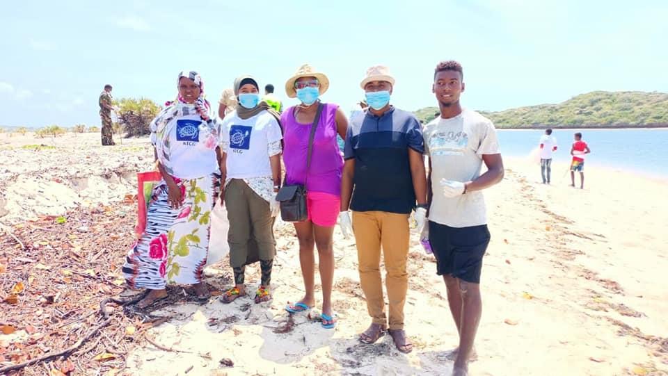 VOLUNTEERS CLEAN KIWAYU BEACH TO MARK INTERNATIONAL COASTAL CLEANUP DAY.